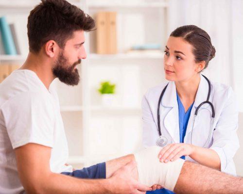 injury-man-in-doctor-7PUG8QU_11zon