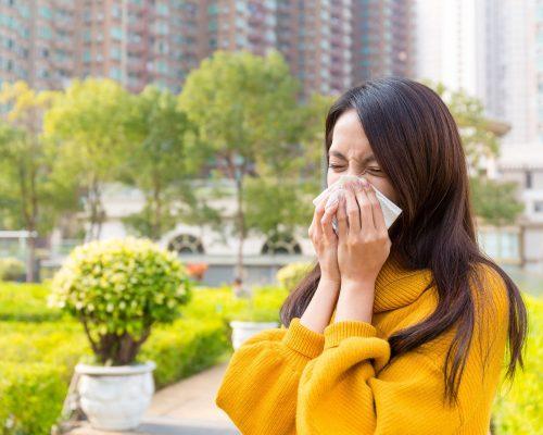 young-woman-sneezing-KLFCKEA-min